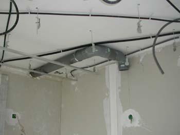 Le faux plafond suite notre maison chantier jour apr s jour - Tuyau evacuation hotte aspirante ...