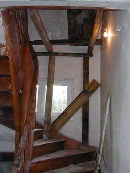 La cage d 39 escalier notre maison chantier jour apr s jour - Echafaudage pour cage d escalier ...