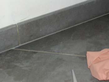 Carrelage suite notre maison chantier jour apr s jour - Joint carrelage silicone ...