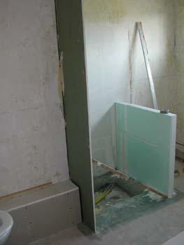 Chantier dans la salle de bain notre maison chantier for Demi paroi de douche