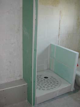 Chantier dans la salle de bain notre maison chantier for Paroi de douche italienne lapeyre