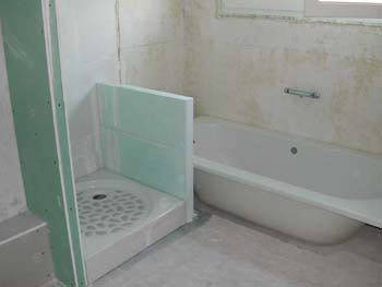 Chantier dans la salle de bain notre maison chantier for Lapeyre baignoire douche