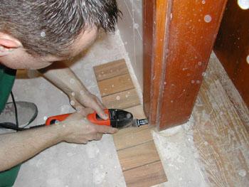Comment mettre du parquet dans un couloir faire un devis for Dans quel sens mettre le parquet